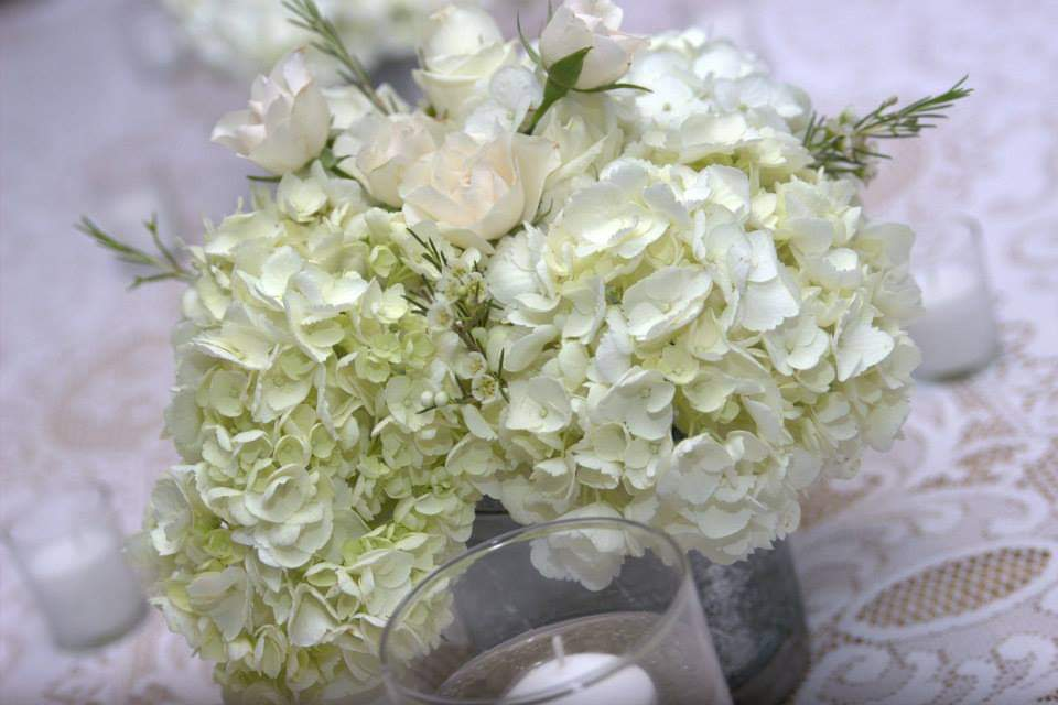 wedding-arrangements-reception-centerpeices-silk-bridal-flowers.jpg
