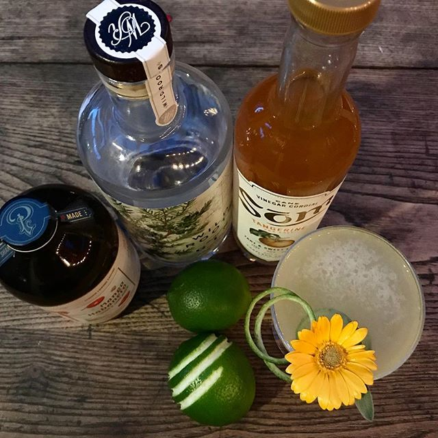 Monday already!! Here's a way to start off the week with a few of our pals @portlandsyrups @wildrootsspirits @somcordial - Hugs on the Inside: Wild Roots Northwest Gin / Portland Syrups (& @tenderlovingempire)Mango Habanero / Som Tangerine Sea Salt Cordial / Fresh Lime Juice - ZAPP!! #cocktailgram #cocktails #craftcocktails #gin #portland #gincocktails #mixology #portlandcocktails #pdxnow #homebartender #springtime #imbibegram #garnishgame #drinkpunch #marthafood #drinkingvinegar #oregongrown #cocktail #springcocktails