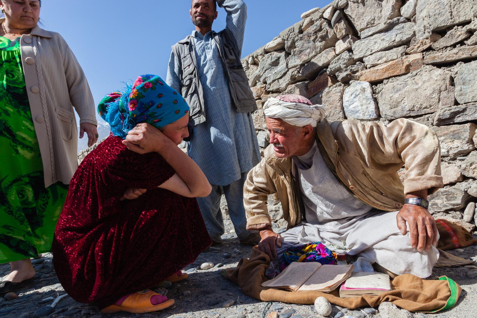 Fortune teller at the Panj River bazaar. Credit: Andy Isaacson