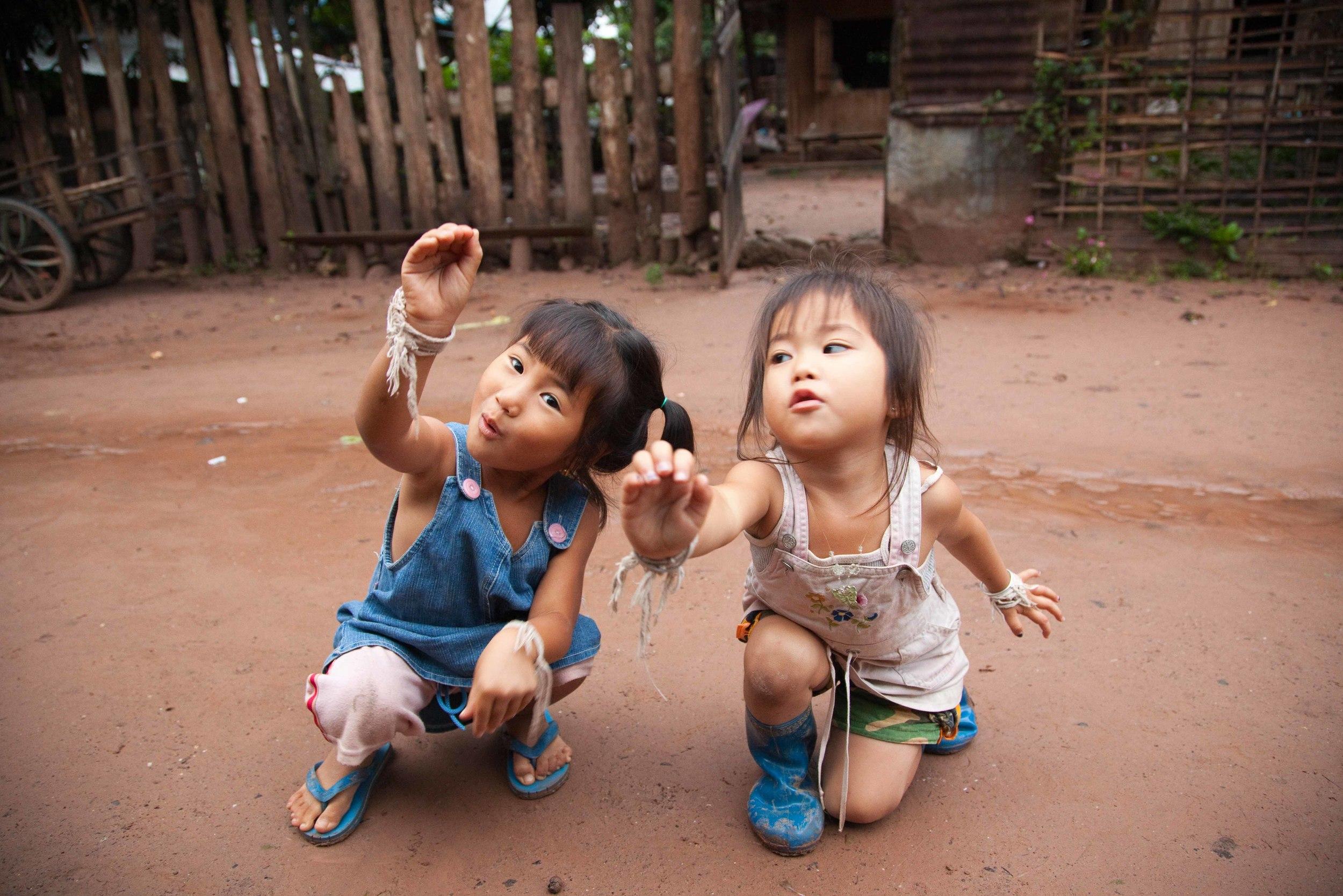 Muang Ngoi girls. Credit: Andy Isaacson