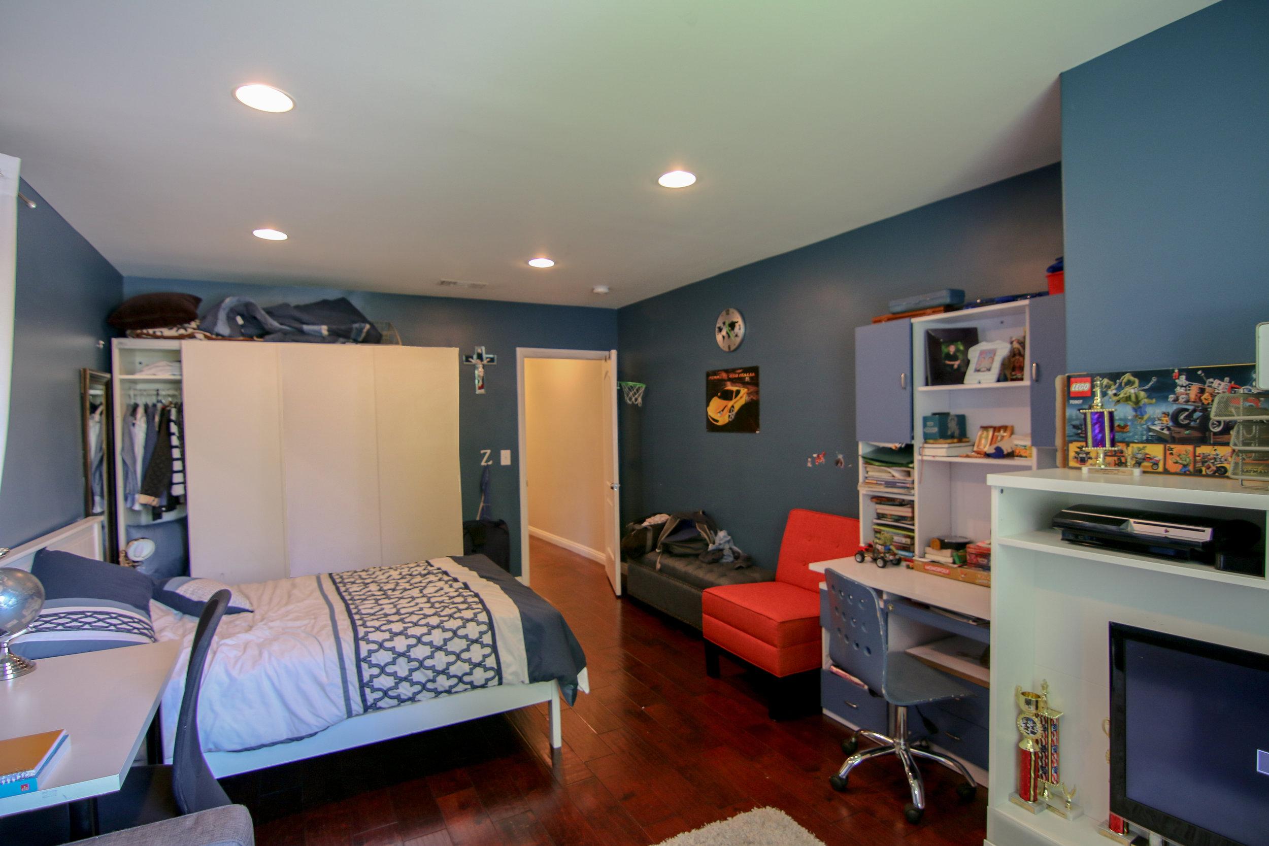 Bedroom 1 with door.jpg