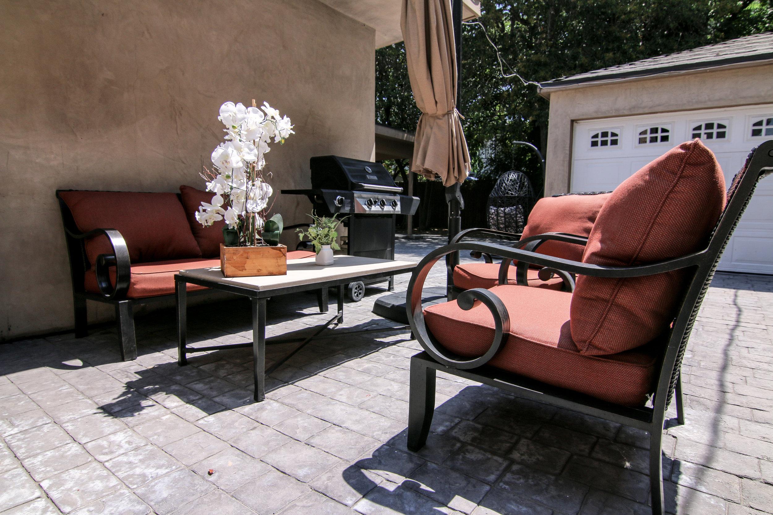 Kitchen Sitting Area (1 of 1).jpg