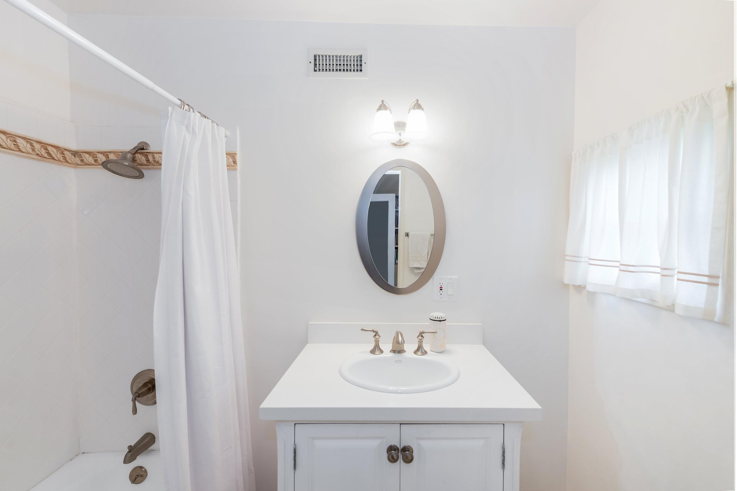 33 Guest Bath.jpg