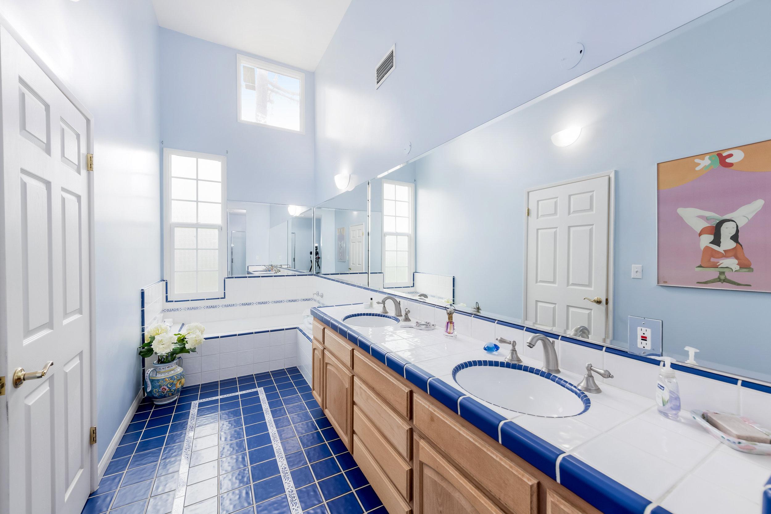 21 Master Bath.jpg