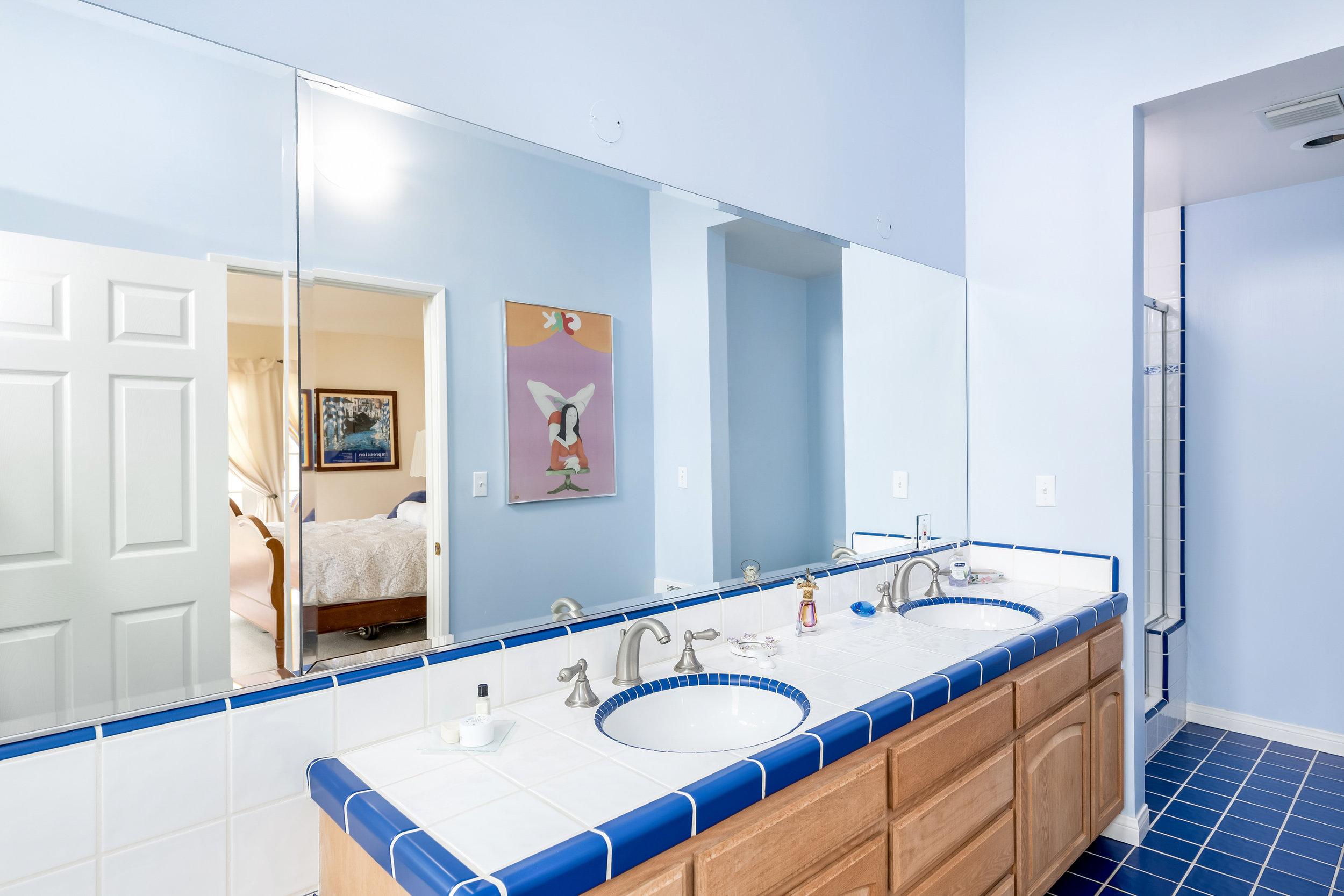 23 Master Bath.jpg