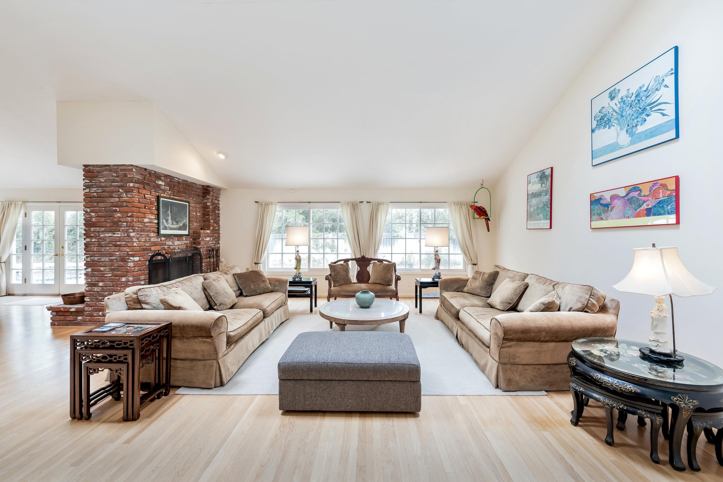06 Living Room.jpg