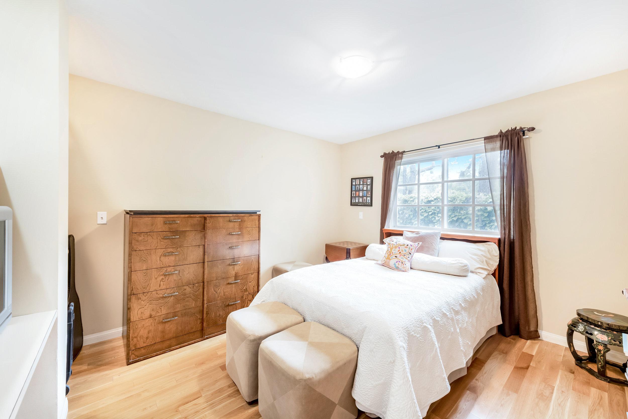 27 Bedroom 3.jpg