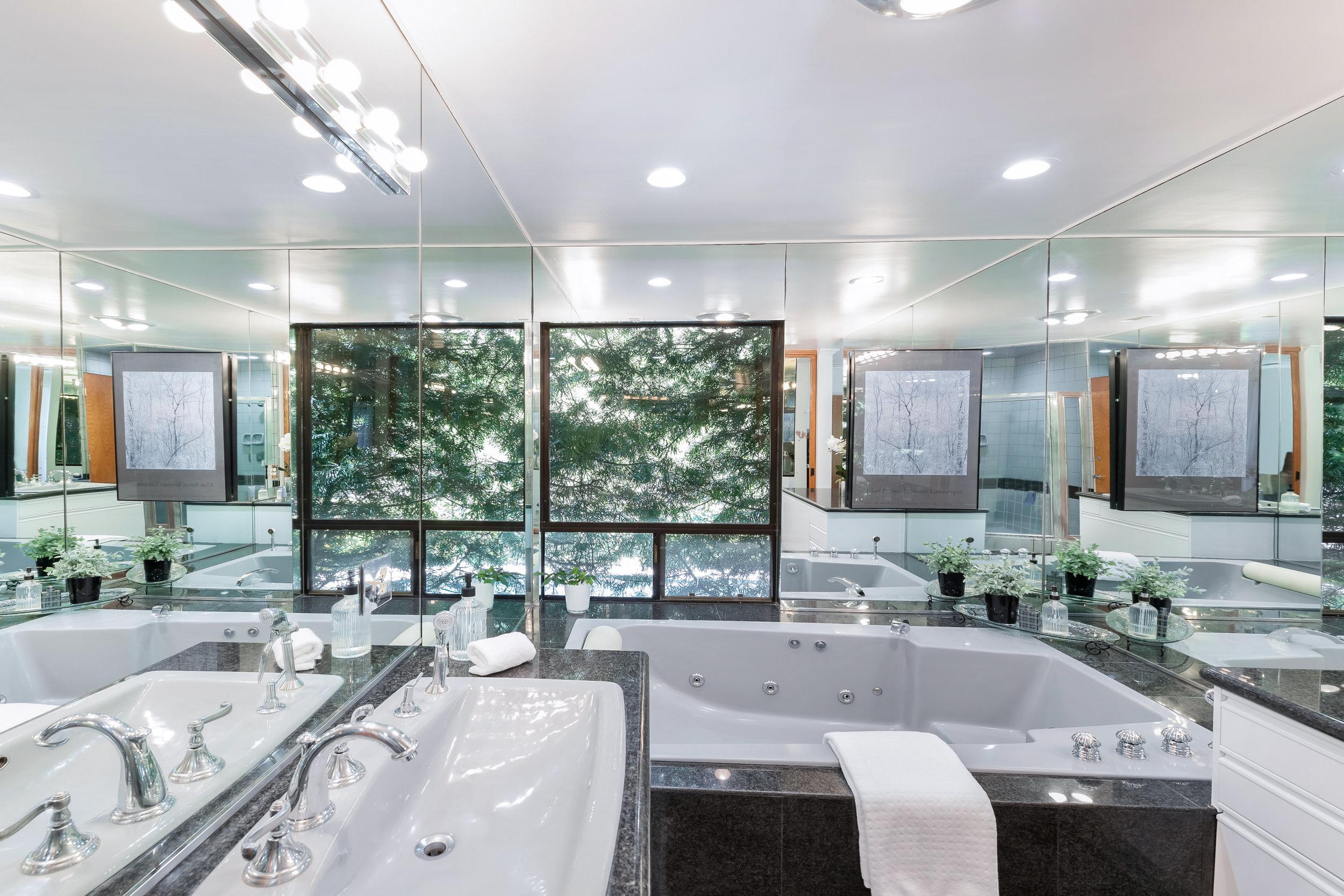 24 Master Bath.jpg