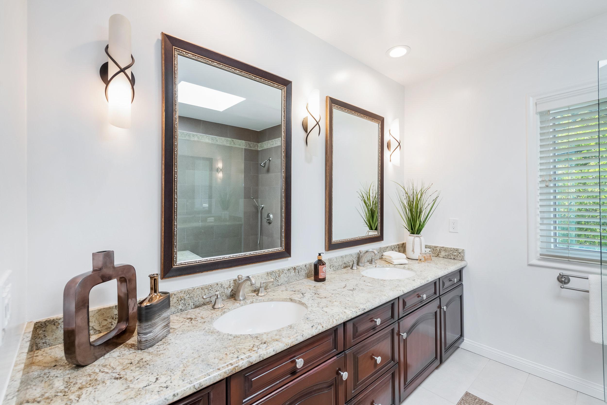 37 Bonus Room Bath.jpg