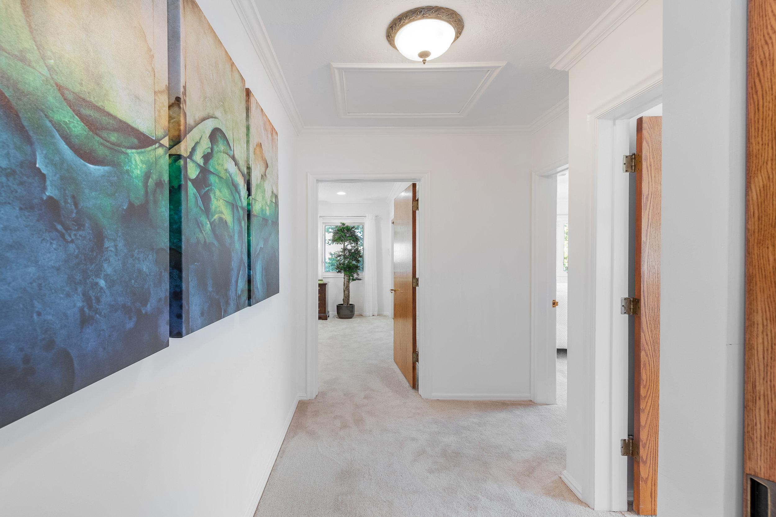 20 Upstairs Hallway.jpg
