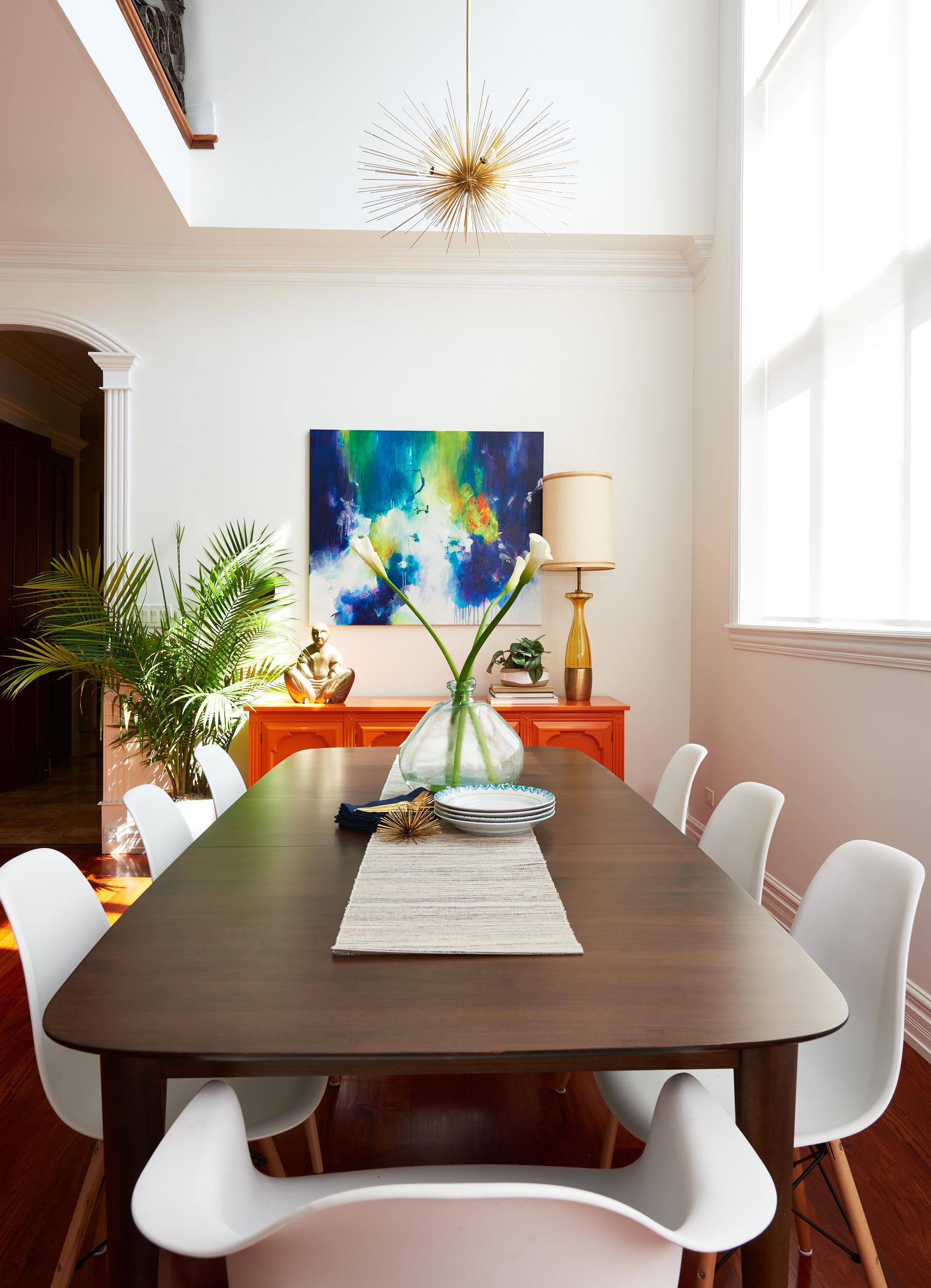 unpatterned-glam-great-room-chicago-interior-design-chandelier