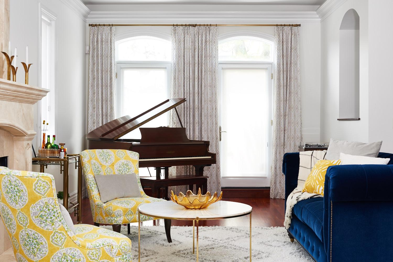unpatterned-glam-great-room-chicago-interior-design-drapes