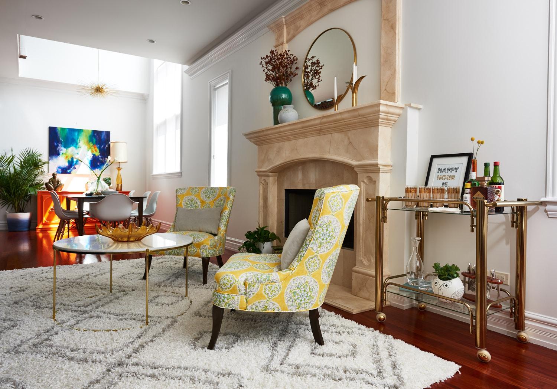 unpatterned-glam-great-room-chicago-interior-design-barcart