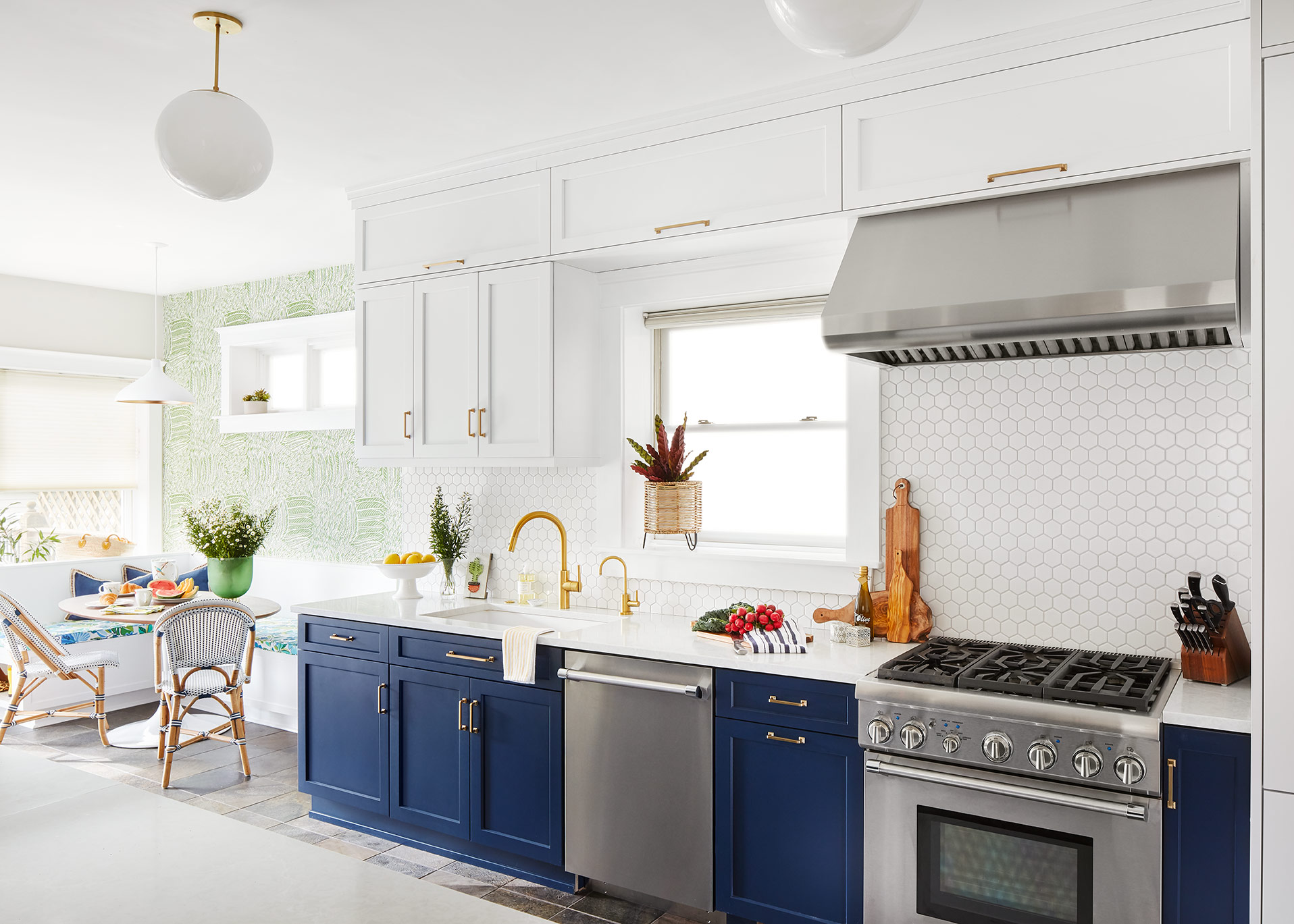 unpatterned-kitchen-interiordesign-brightfreshfirstfloor.jpg