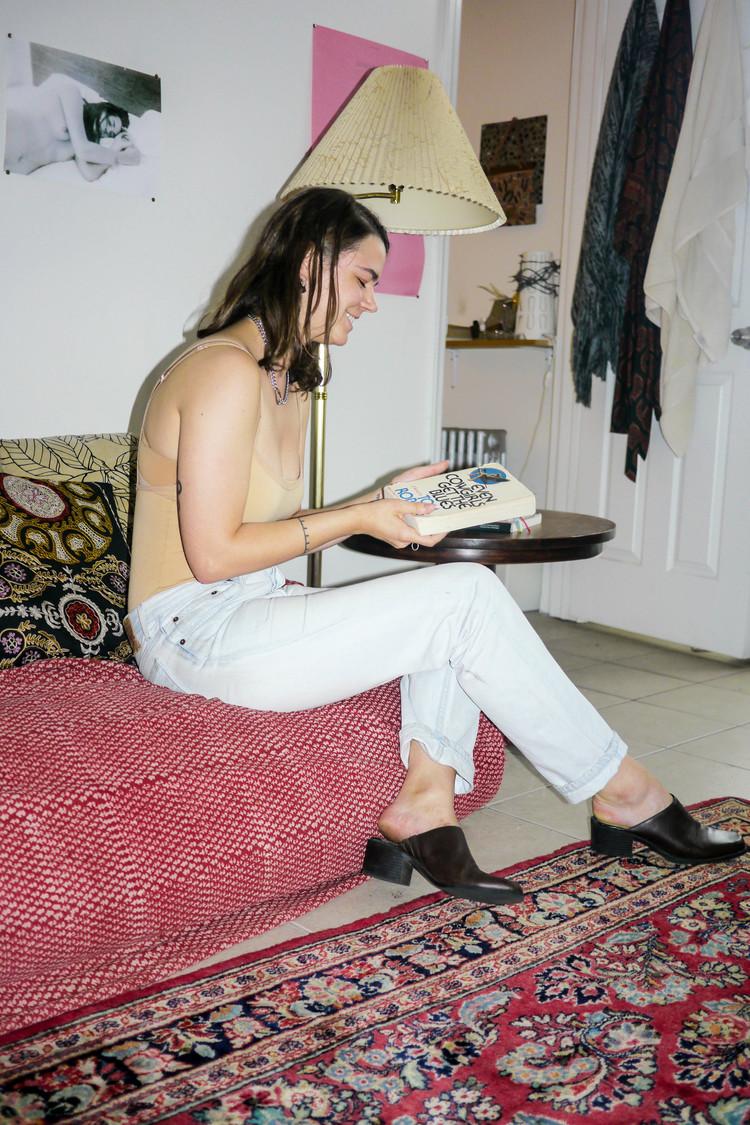 Outfit Details: Top, American Apparel ; Jeans, Levi's ; Shoes, Vintage