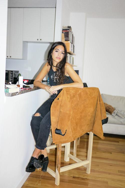 Top, Calvin Klein ; Jeans, Levi's ; Shoes, Marc by Marc Jacobs