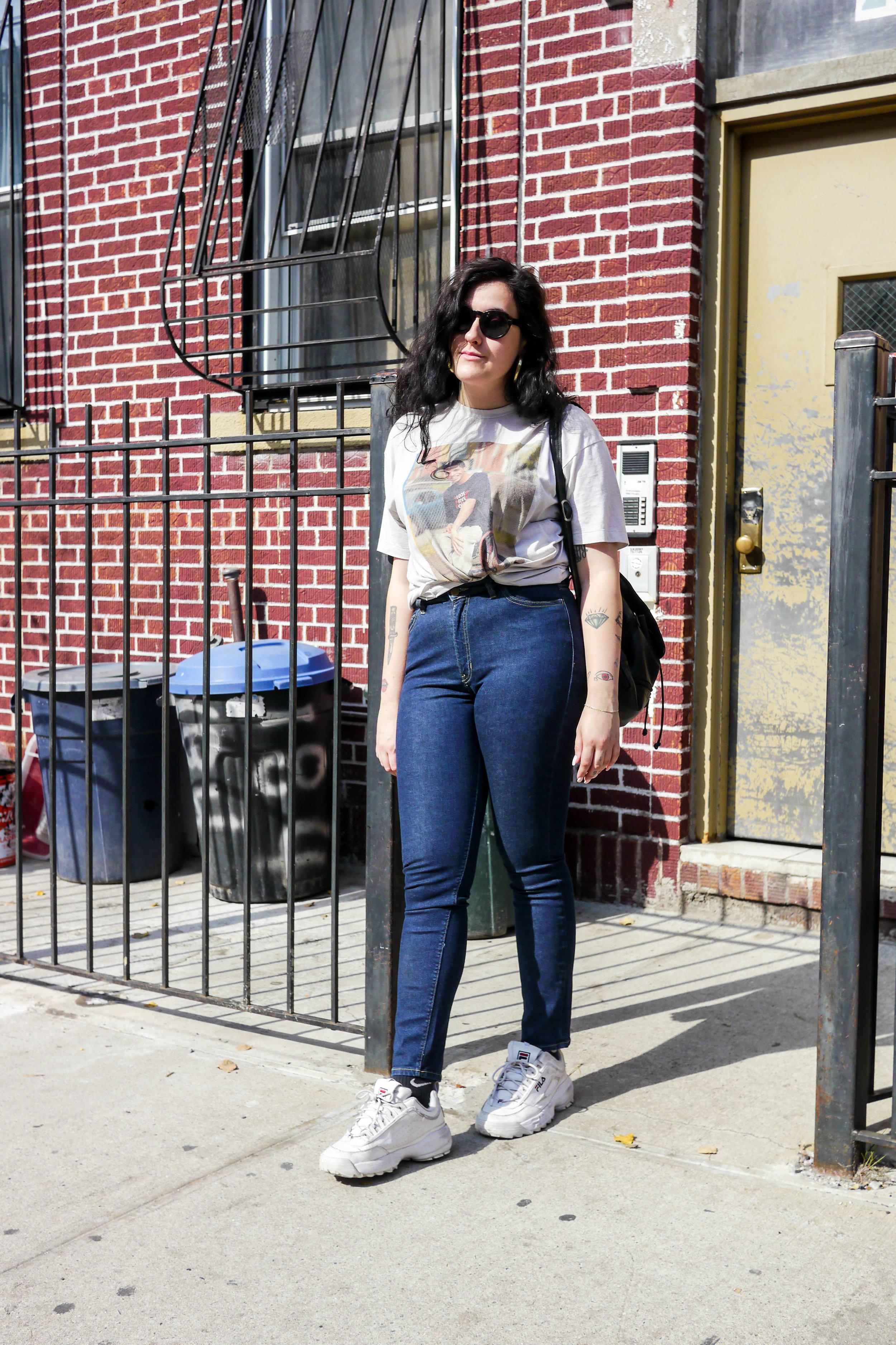 Top, Vintage ;    Jeans, American Apparel    ; Bag, Vintage ;    Shoes, FILA    ;    Sunglasses, Madewell