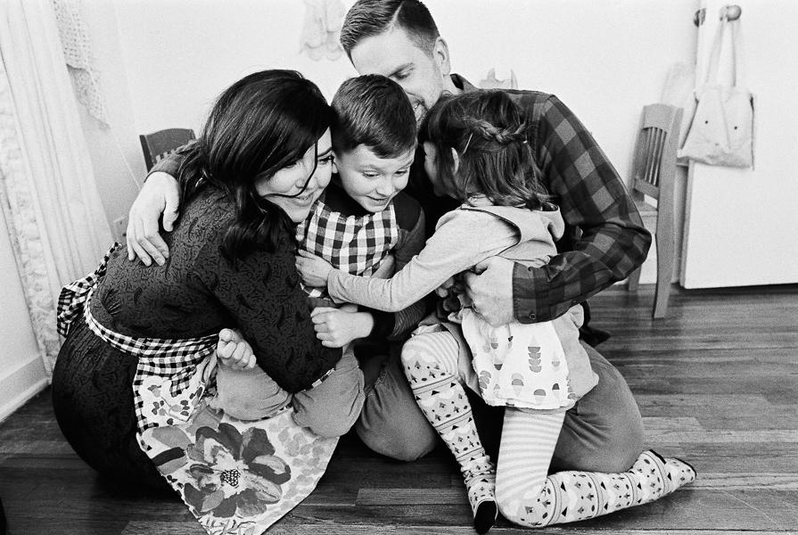 photonativefamilyshootonfilm-10.jpg