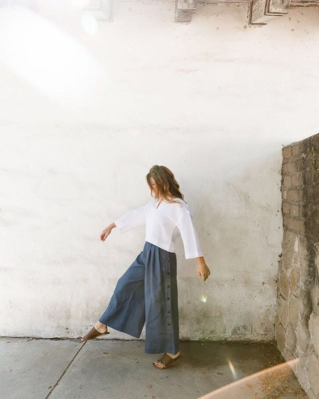 Step into this week on the right foot: you DO enough, you HAVE enough, you ARE enough, and you belong. . 📷 @kellysweda . . . ⠀⠀⠀⠀⠀⠀⠀⠀⠀ #iamphotonative #postmoreportraits #portrait #photooftheday #portraits #portraitmood #feelgoodphoto #portraiture #makeportraits #risingtidesociety #becreative