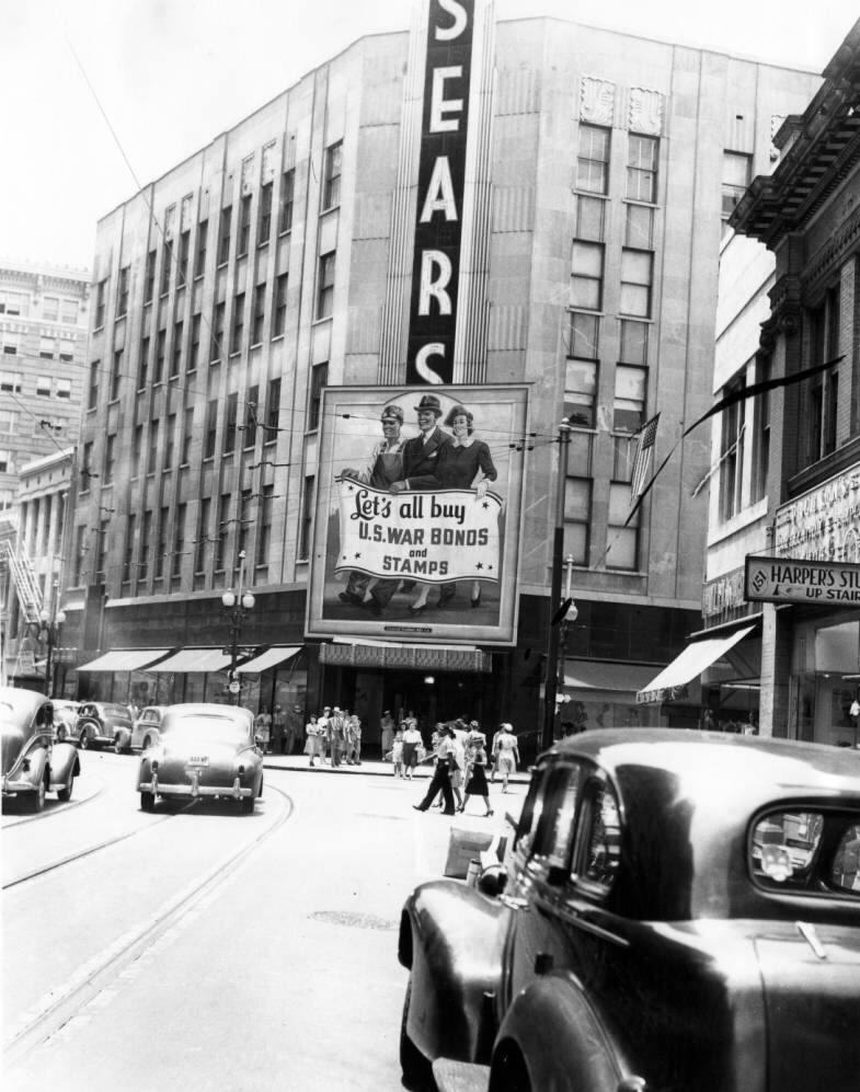 Sears at Baronne and Common Street - 1940's. Source: vintagenola.tumblr.com