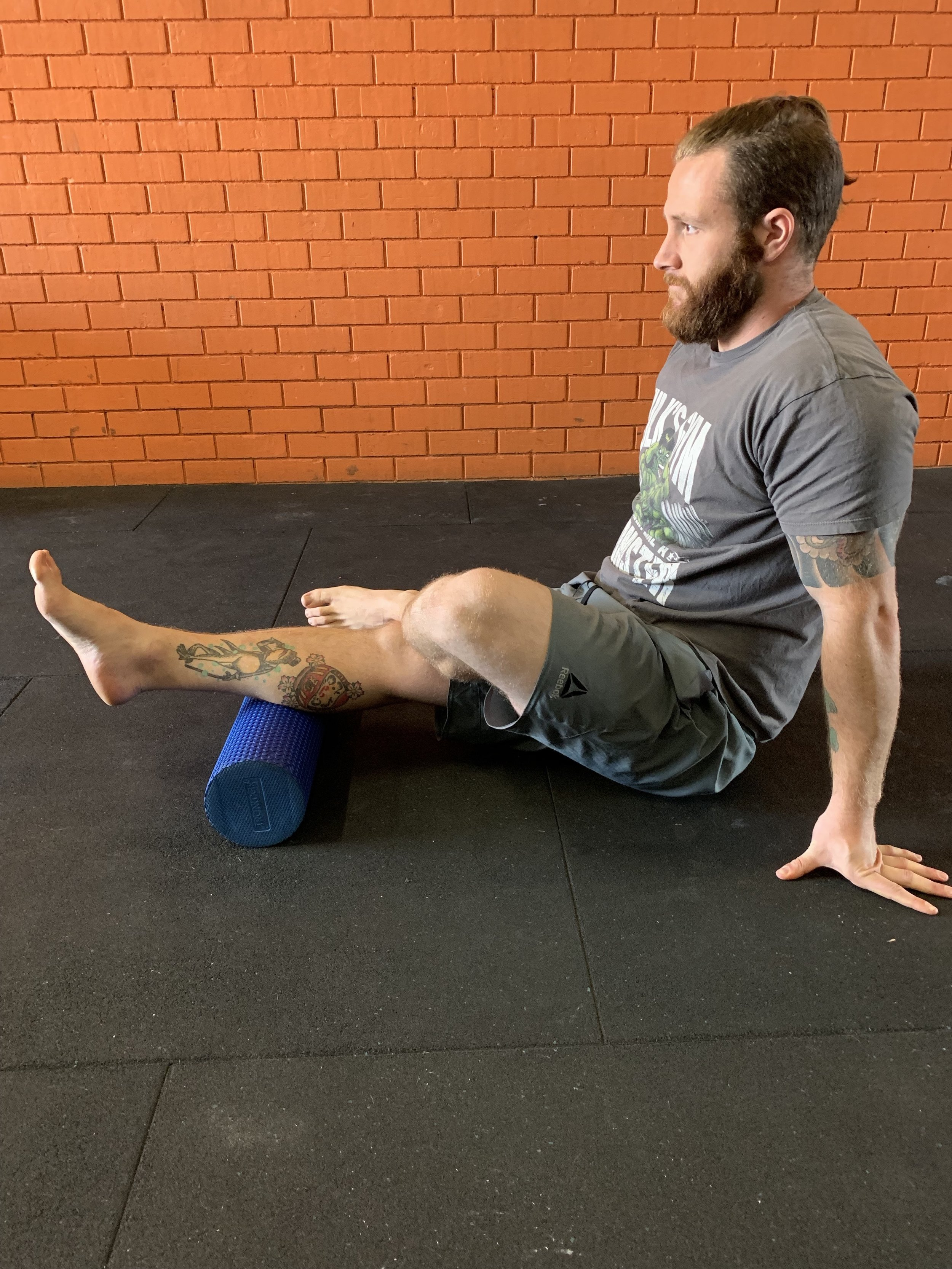 Mobilisation of the calf with a foam roller
