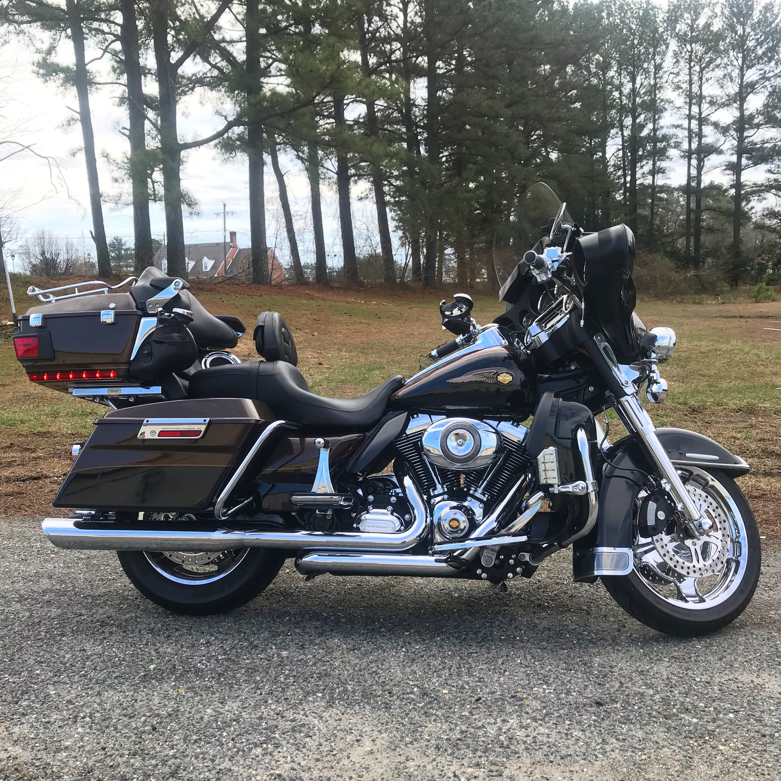 We Service Harley - Factory-Level Service for your Sportster, Dyna, Softail, Tourer, and more.Scheduled MaintenanceOil + Filter ChangesTire ChangesExhaust InstallsStage 1 Installs (exhaust, air cleaner, tuner)Spark Plug Changes& More!We are an authorized Vance & Hines Dealer, along with many other top brands