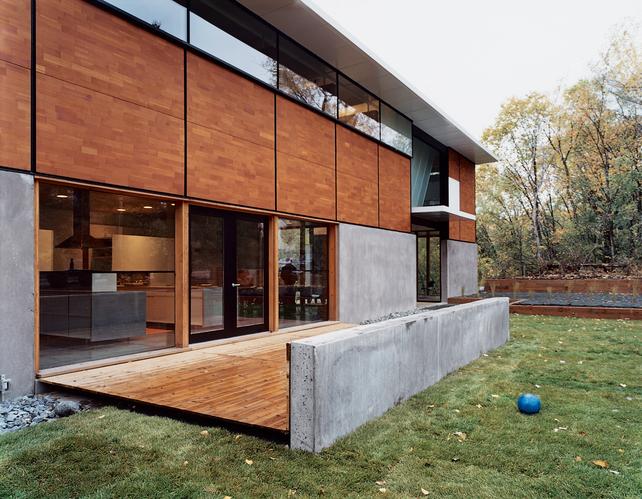flat-pack-house-exterior-back-yard[1].jpg