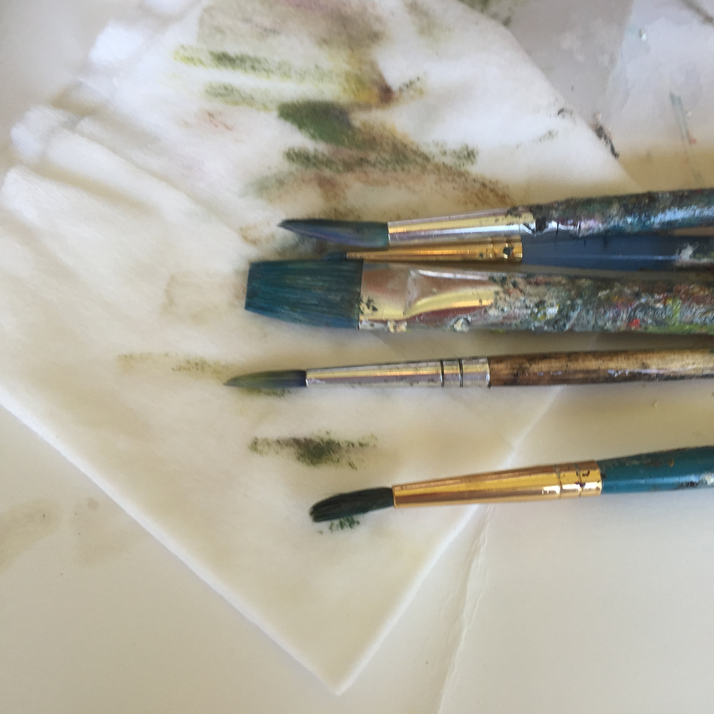 Here, a makeup removal cloth is being used to clean some extremely muddied brushes. That ugly brown-gray color is a sign of overmixing. It is important to get that color off brushes asap!