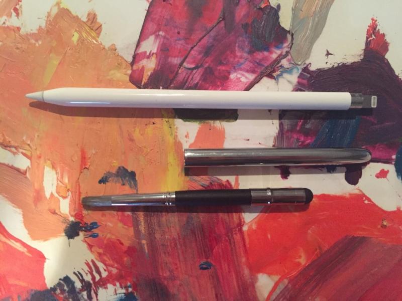 A Sensu Brush next to an Apple Pencil