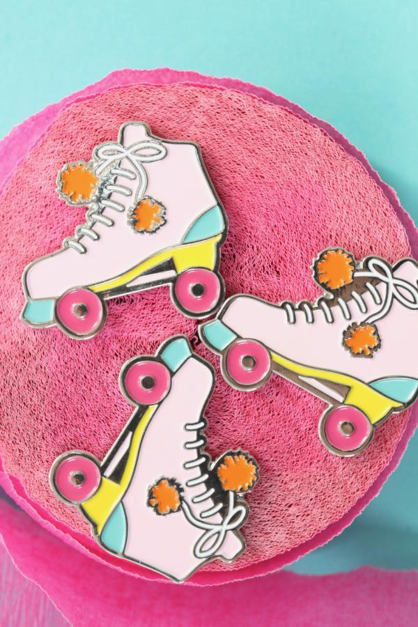flourish-collaborative-yum-yum-smile-shop-enamel-pin-flair-rollerskate.png