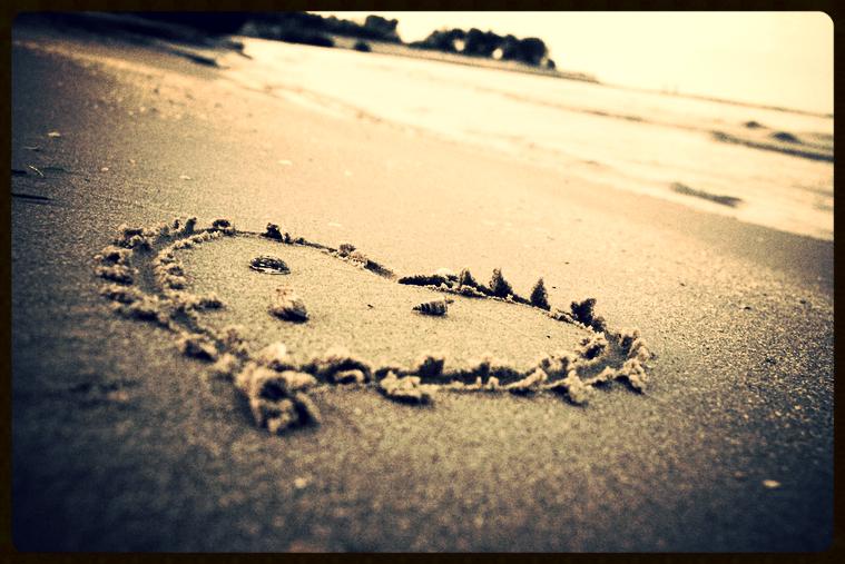 romance-heart-sand.jpg