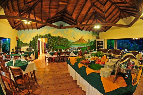 lomas-del-volcan-dining.jpg