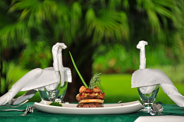 lomas-del-volcan-dining2.jpg