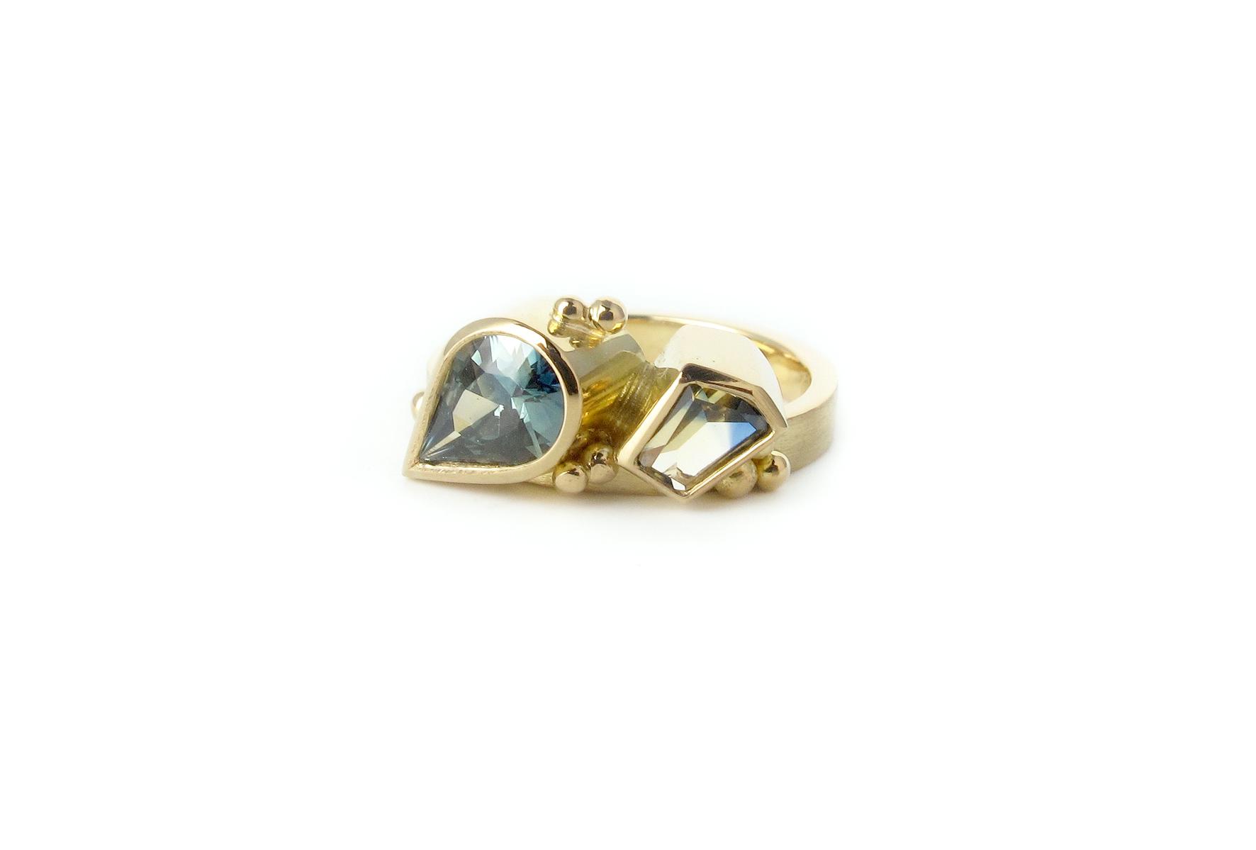 toietmoi pear sapphire ring 3.jpg