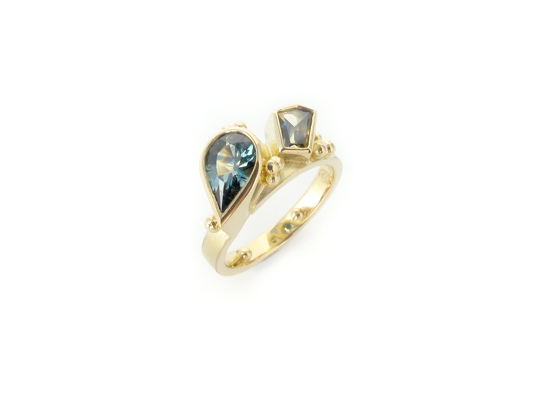 toietmoi pear sapphire ring 4.jpg