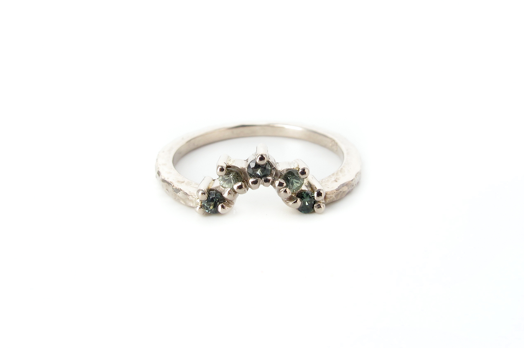 green sapphire fitted wedding ring starburst