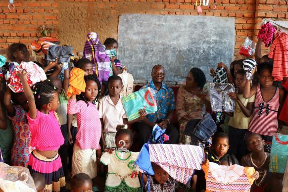 congo-displaced-2018-children-clothing-e-lighter-582x388.jpg