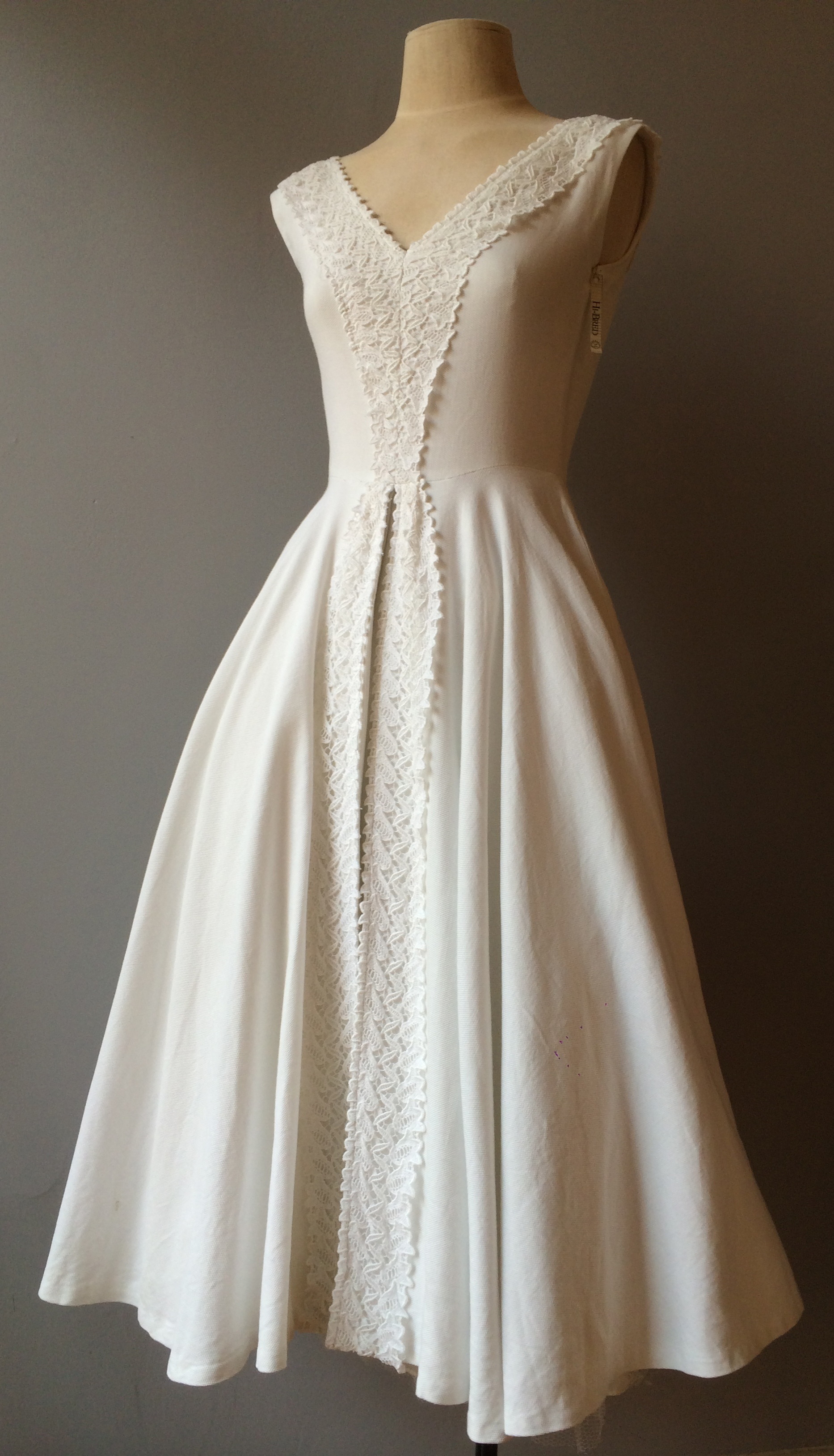 1950'swhitefulldress.jpg
