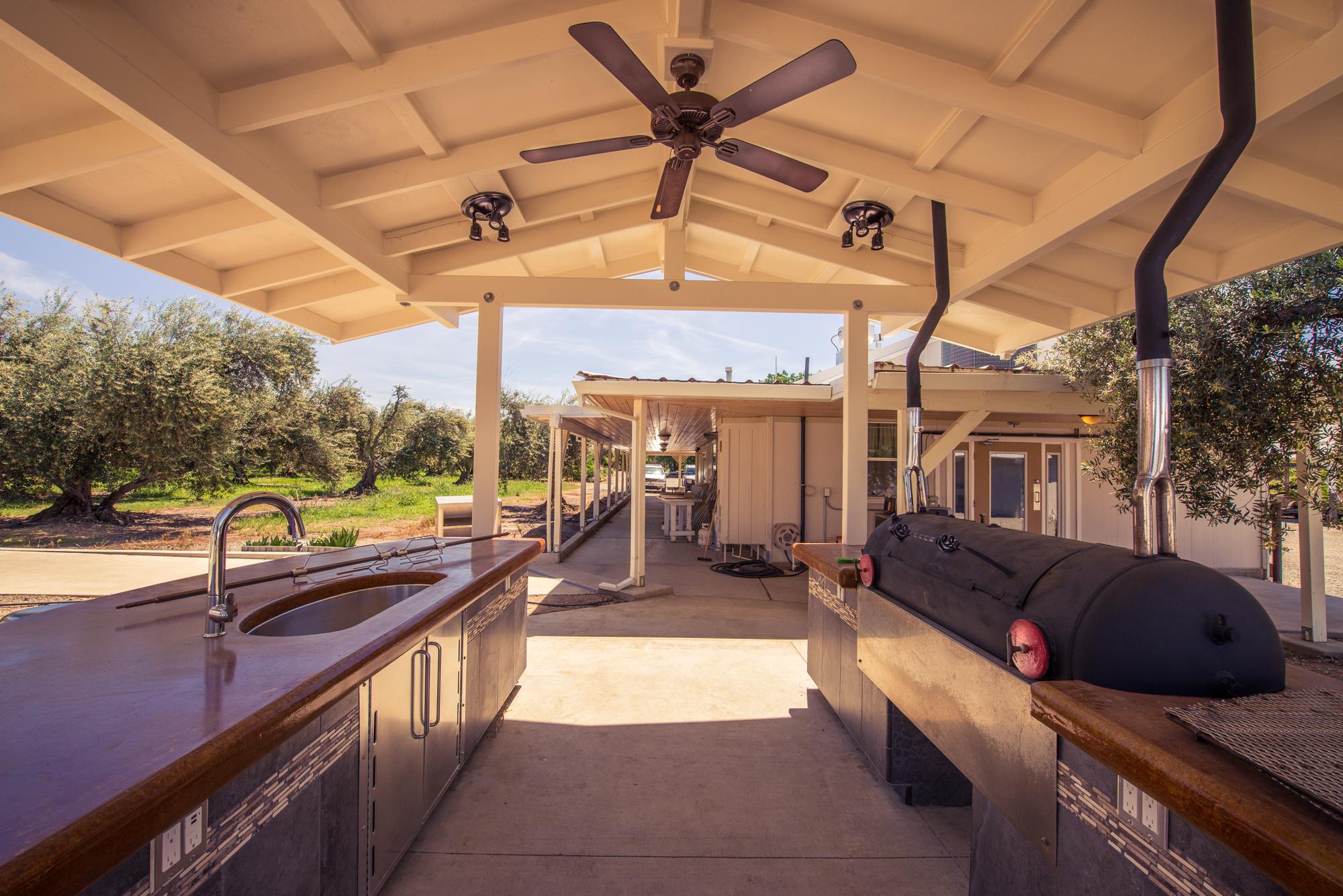 Outdoor-Kitchen-split-tone.jpg