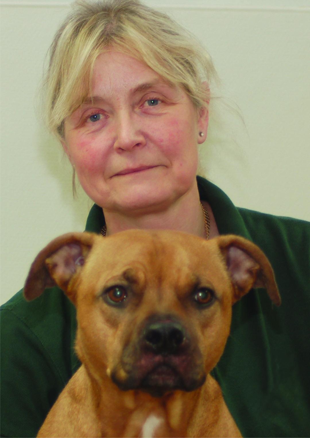 Pia Olander   Pia började på Djursjukhuset Malmö 1979. Där jobbade hon på vårdavdelningen. Pia jobbar ute på vår poliklinik och har en stor kunskap om allt från djurens sjukdomar, vården av dem och läkemedel.  Pia tycker om att rida och sköta gården på fritiden och åker mer än gärna på fisketur med mannen.