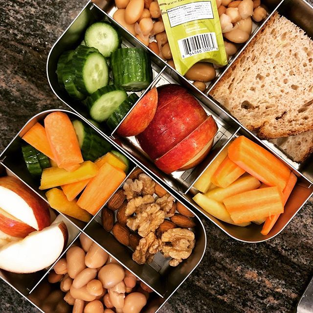 Lunchbox post 🍎 @breadalonebakery sourdough with beans and @kasandrinos EVOO plus walnuts, cucumbers 🥒 & carrots🥕 and apple 🍎 slices.
