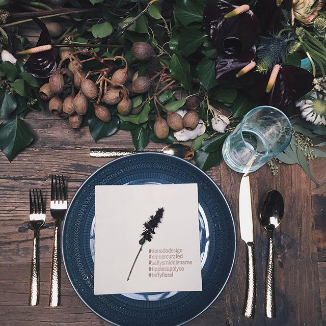 Place setting at our lunch event with @denadadesign. Thanks are in order to @sallysmiddlename for providing the food, @tipplesupplyco for providing the drinks, @taffyfloral for the gorgeous tablescape and wall decor and @seaheartcitypress for printing the napkins ✨