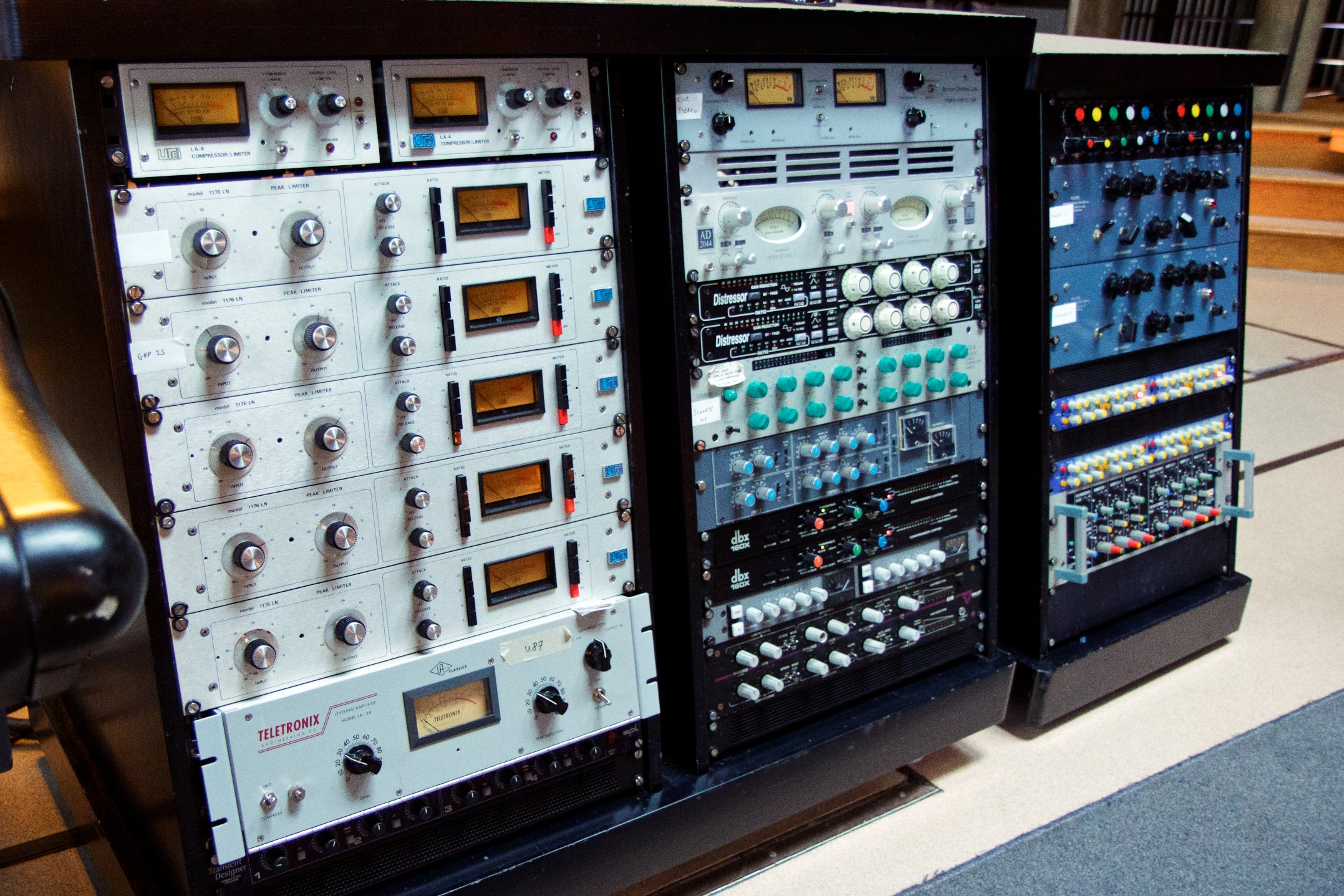 Here is a picture of some compressors that I took at a session at Real World. It's just here to spice things up a bit, you know? Otherwise it's just a lot of text and people don't wanna read stuff these days. We need distractions. Plus, I think it looks better. Spruces the place up, like a nice throw, some cushions, or a nice lamp.
