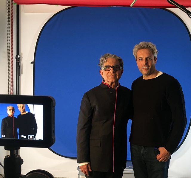 Back filming with Deepak, what a spectacular feeling 🎥🎬✨ @deepakchopra #AlanBresson #metahuman #wayofmiracle #bluescreen #videoseries #threeonecreative #mediaproduction #nyc