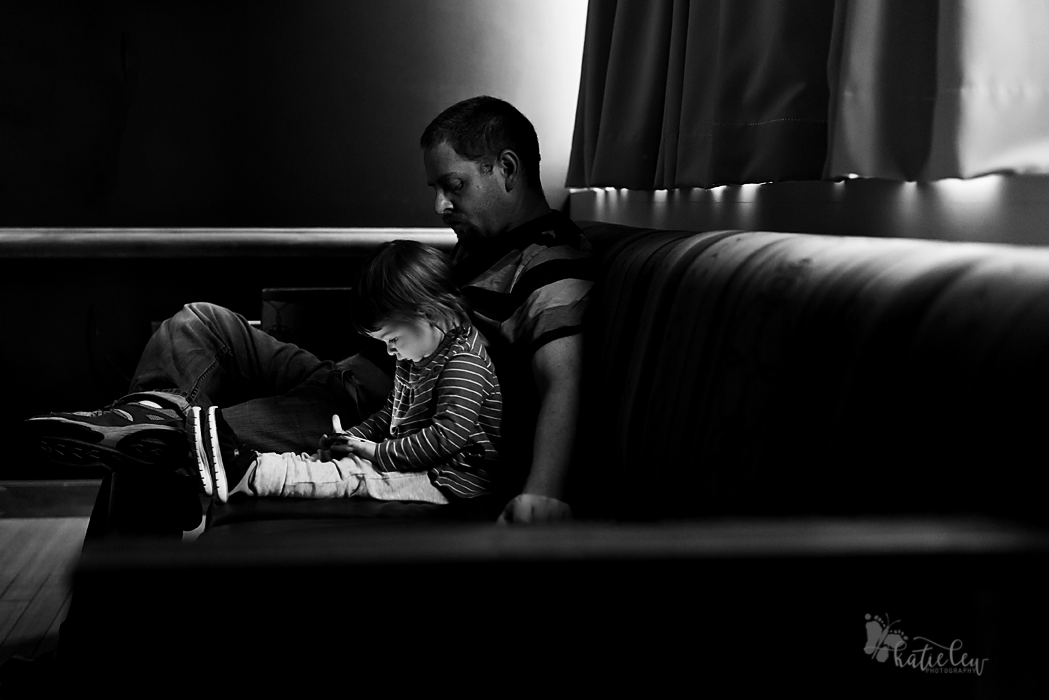dad and sibling waiting on baby