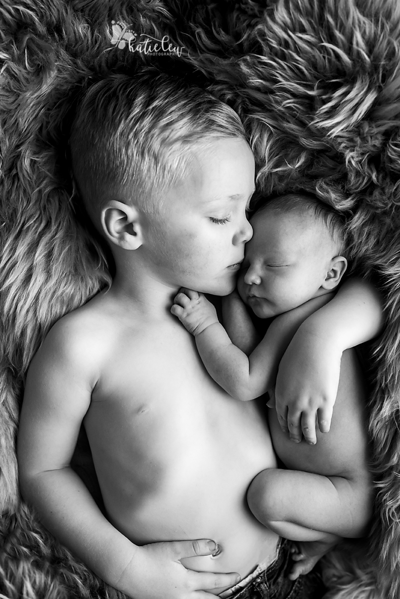 sibling pose on fur