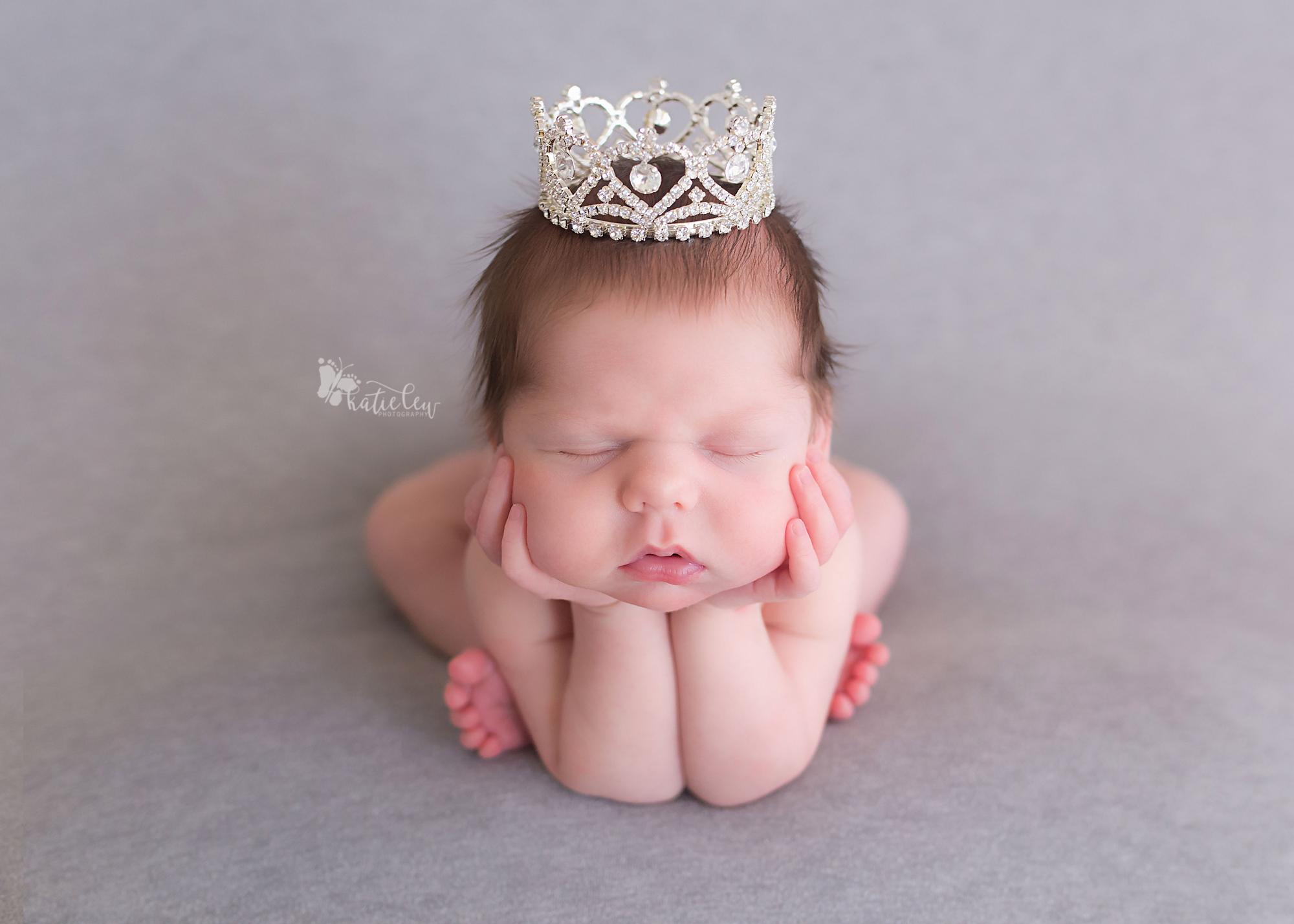 Newborn Mini$285 - Click for more details