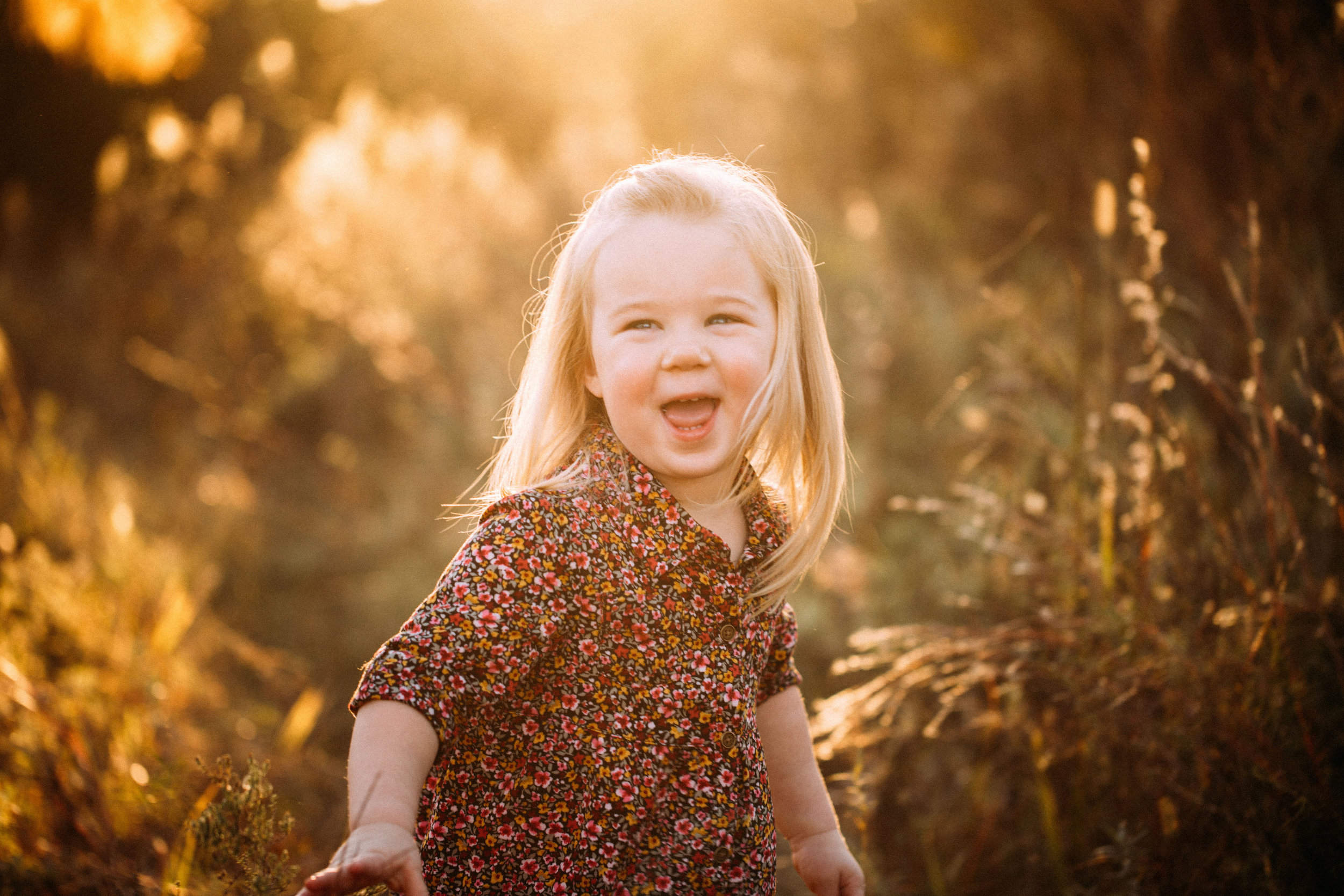 fall family picture of little girl laughing