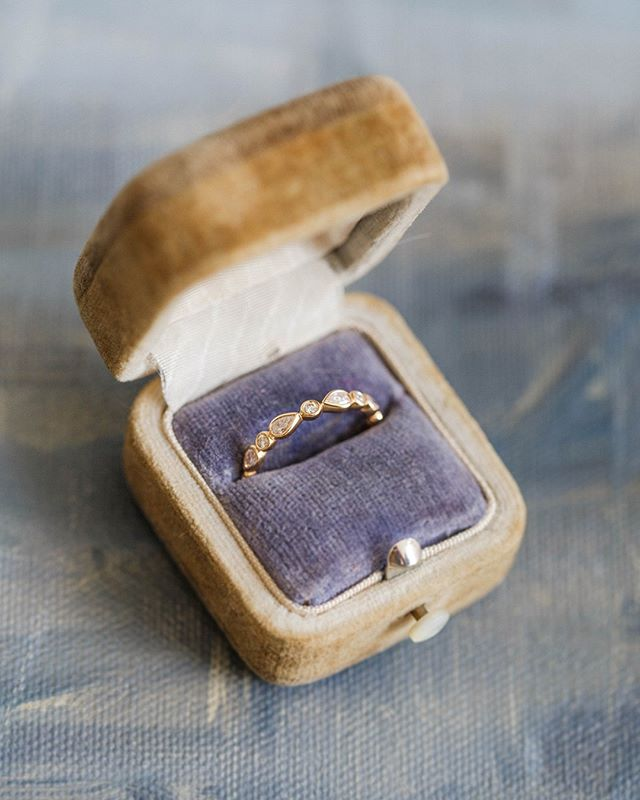 For eternity - @debeersofficial diamonds in a vintage velvet ring box. ⠀⠀⠀⠀⠀⠀⠀⠀⠀ .⠀⠀⠀⠀⠀⠀⠀⠀⠀ .⠀⠀⠀⠀⠀⠀⠀⠀⠀ .⠀⠀⠀⠀⠀⠀⠀⠀⠀ Photography and production by @Goochandgawler #fashion #fineart #photography #wedding #artbuying #artbuyer #stillsproducer #stillsproduction #campaignshoot #creativedirector #artdirector #photoproduction #goochandgawler #photoshoot #producer #artdirector #photographer #weddinginspiration #contentcreators #London #UK #modeling #photos #photograph #models #editorial #shoot #debeers #diamonds #eternityring