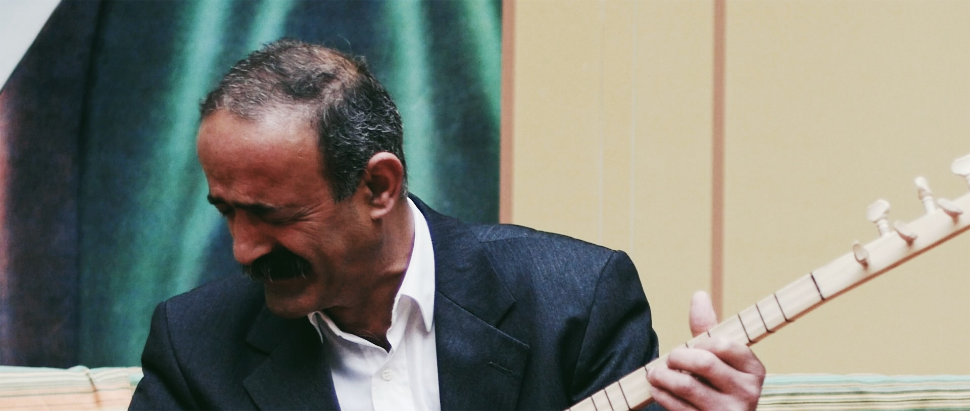Serdar Dede is a religious leader among the Zaza Alevis. He sings and plays bağlama to help members of his community deal with grief.